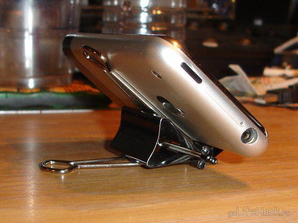 Подставка для телефона из зажимов для бумаги