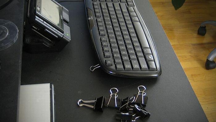 подставка для клавиатури из зажимов