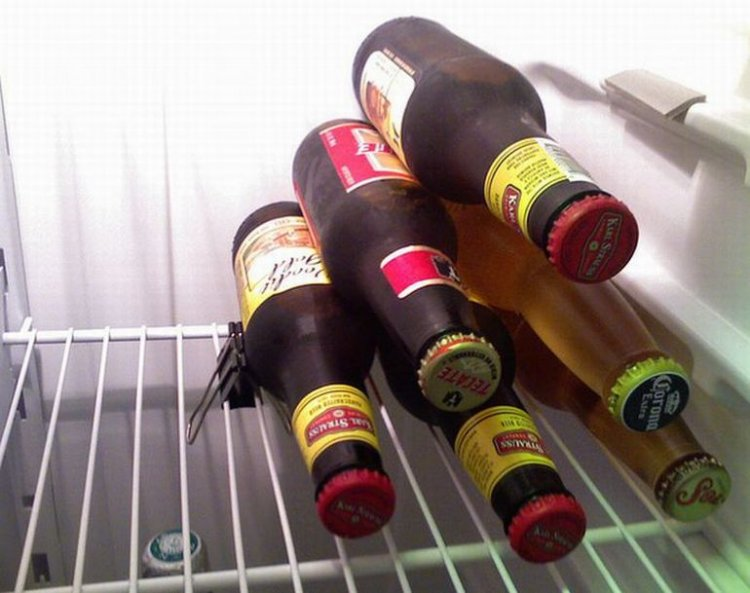 подставка в холодильнике для пива из зажимов