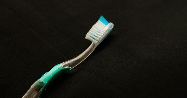 зубная щетка для чистки серебряной цепочки