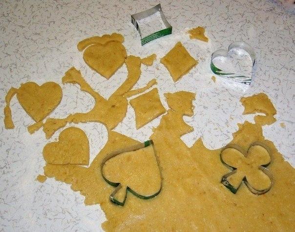 вырезаем печенье формами