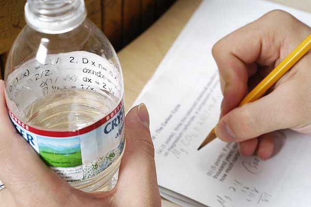 шпора на бутылке воды