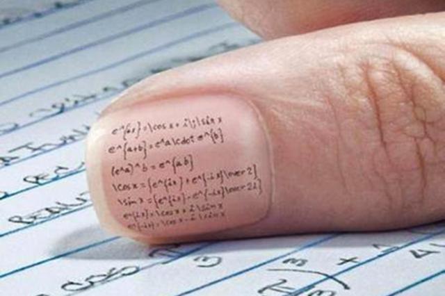 шпаргалка на ногтях