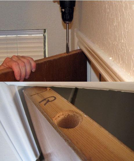 высверливаем дырку тайника сверху двери