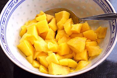 манго положите в посудину