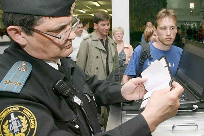 Как узнать, закрыт ли выезд за границу