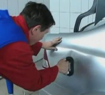 Как выправить вмятину на двери автомобиля