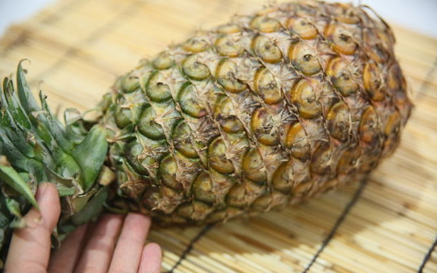 Обратите внимание на цвет ананаса