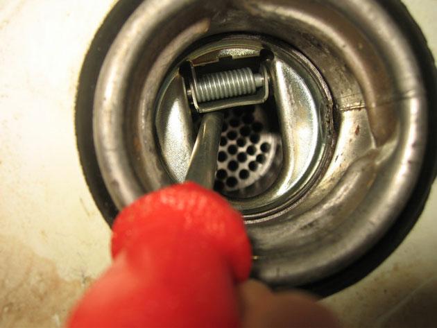 Как предотвратить слив бензина