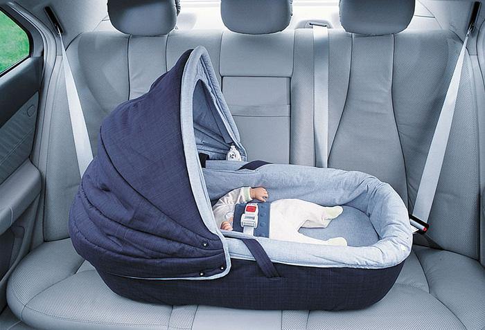 Как перевозить новорожденного ребенка в автомобиле