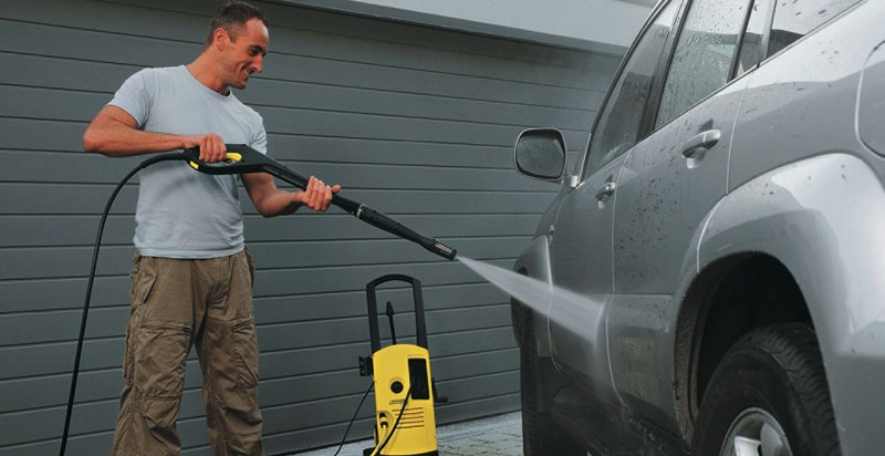 Мытье автомобиля на дачном участке