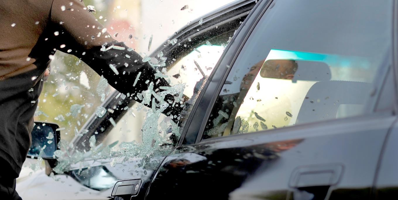 Ограбление авто через окно
