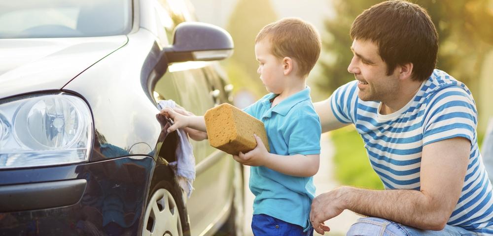 Очистка авто от тополиных почек