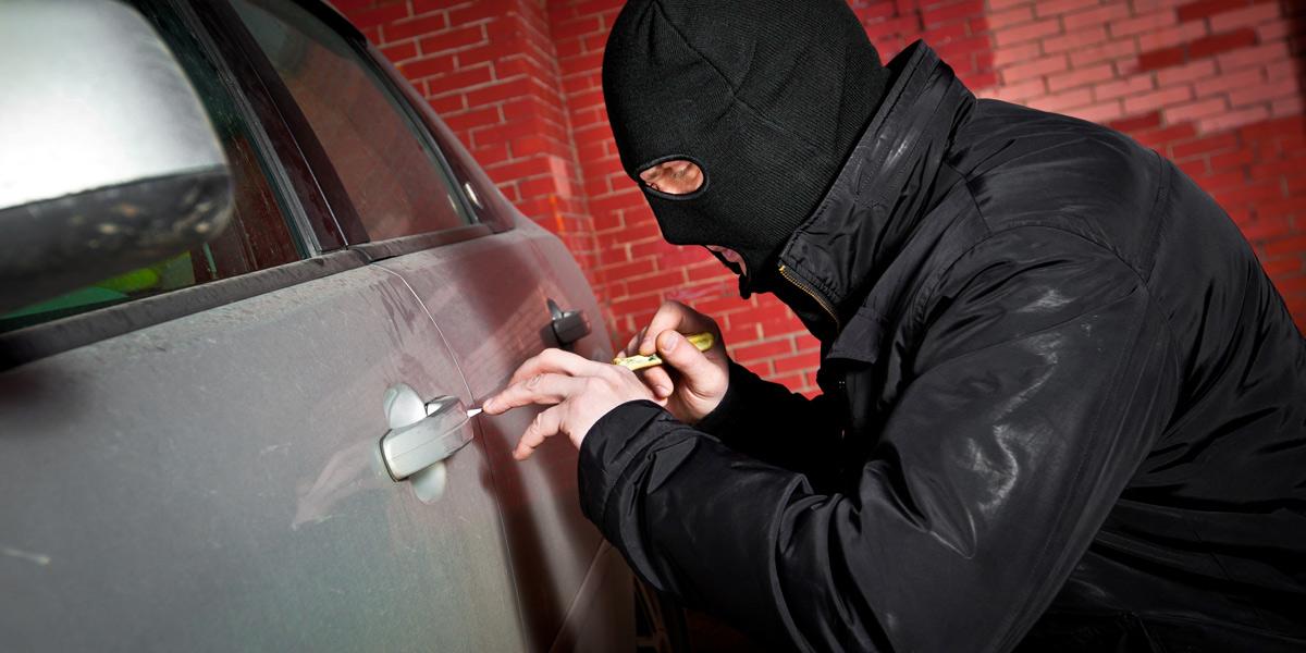 Совершение автомобильной кражи