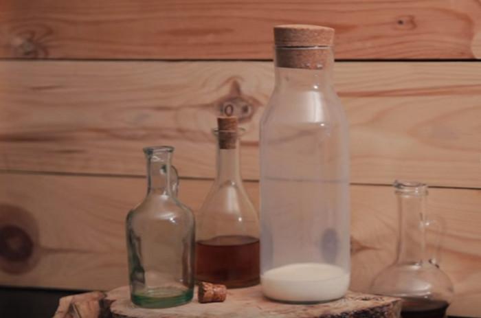 узкая стеклянная бутылка ваза
