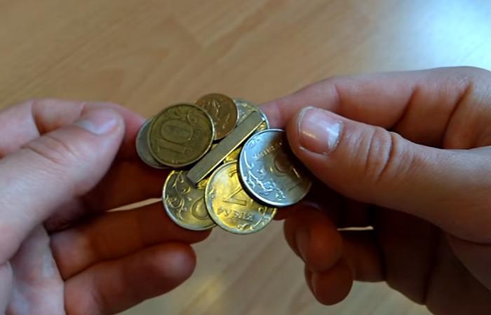 магнит и монеты