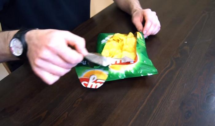 тарелка из пакета для чипсов