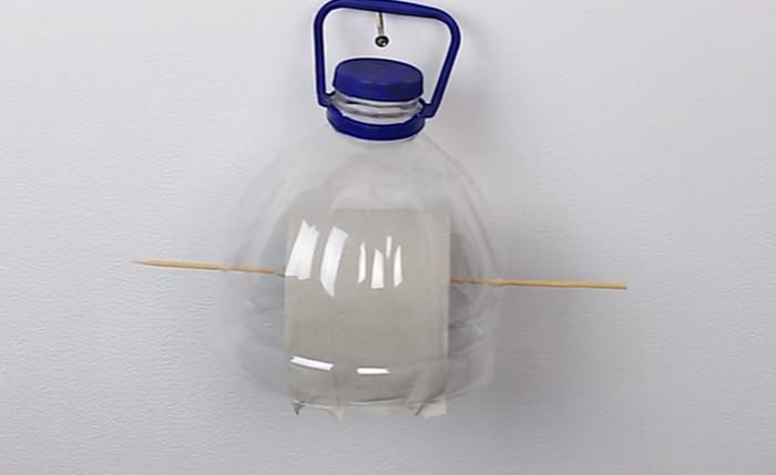 держатель для туалетной бумаги из бутылки