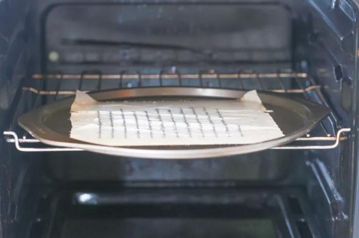 бумага запекается в печи