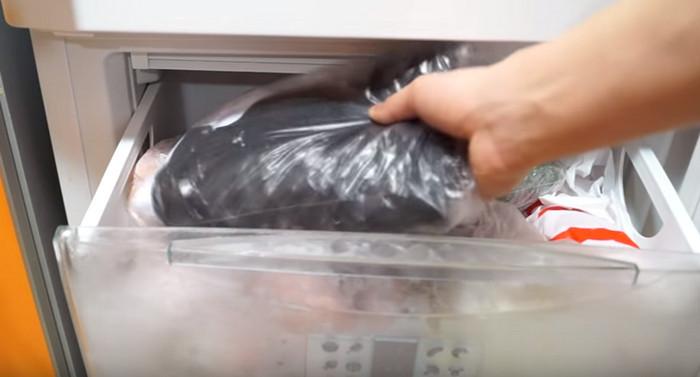 одежда в морозильной камере