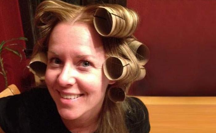 накрученные на втулки волосы