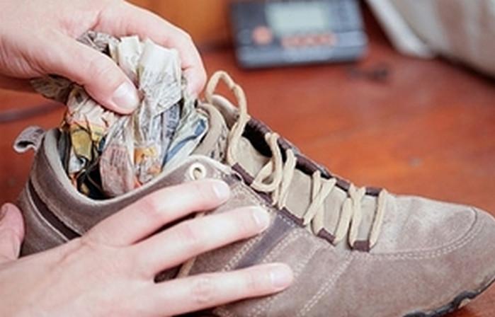 сушить обувь газетами