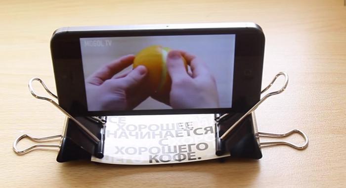 держатель для смартфона из канцелярского зажима