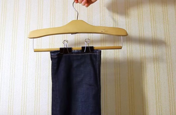 вешалка с зажимами для брюк