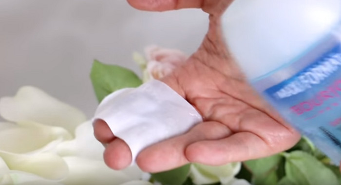 средство для снятия макияжа на прокладке