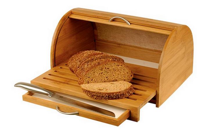 хлеб в деревянной хлебнице