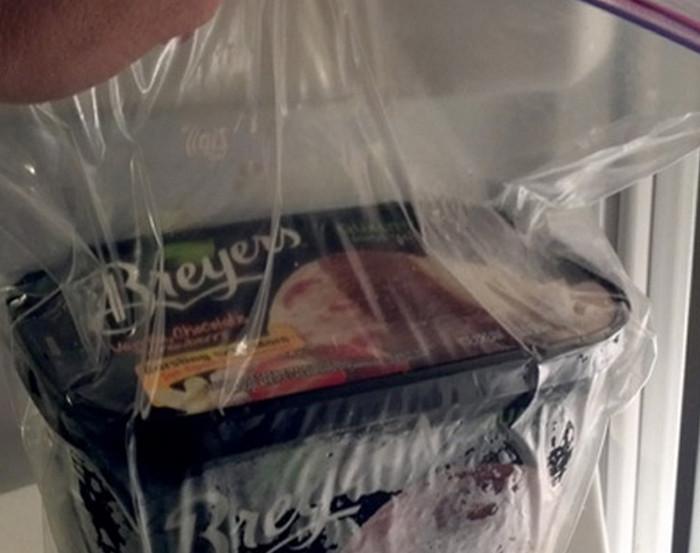 упаковка с мороженым в полиэтиленовом пакете