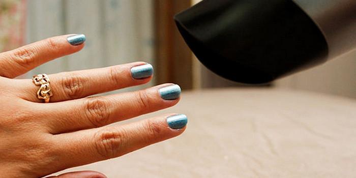 сушить лак на ногтях феном