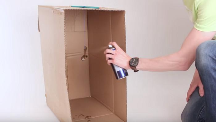 окрашивать из баллона помещенную в картонную коробку вещь