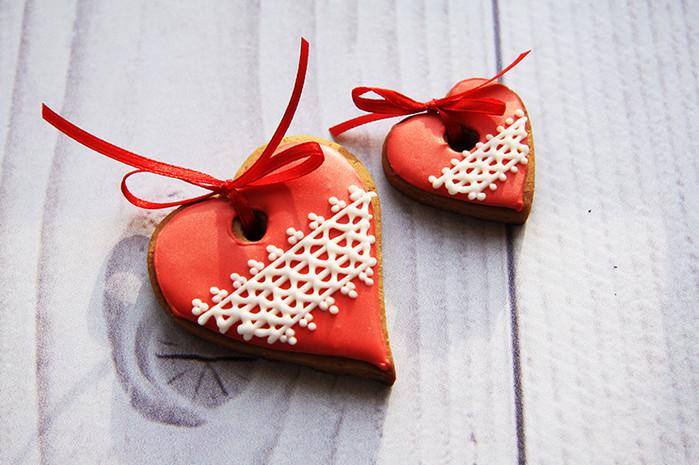 имбирное печенье в форме сердец