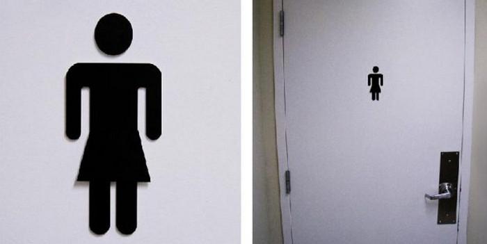 человечек в юбочке на мужском туалете