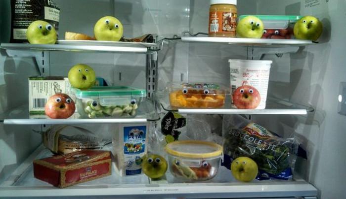 """продукты в холодильнике с """"глазками"""""""