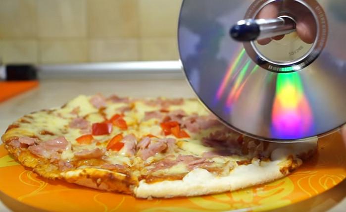 разрезать пиццу cd-диском
