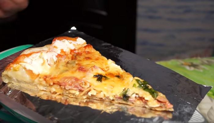 пицца греется на подошве утюга