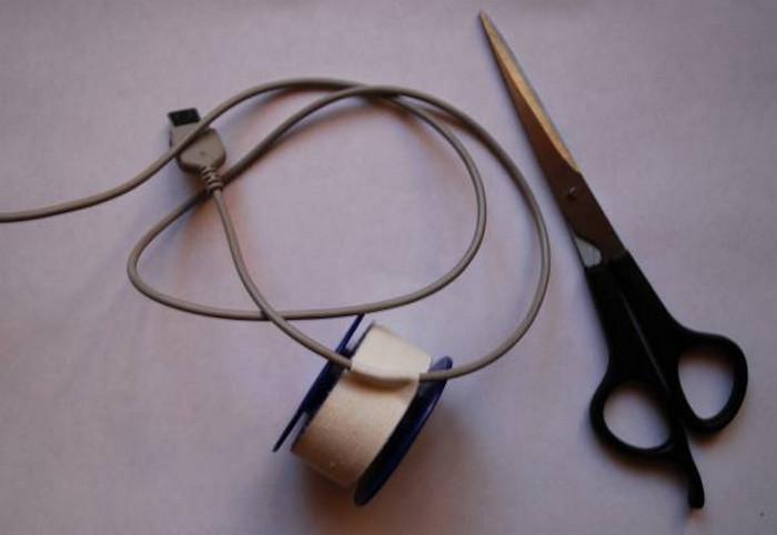 изолированные лейкопластырем провода