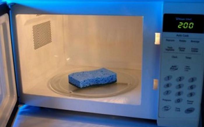 губка для мытья посуды в микроволновке