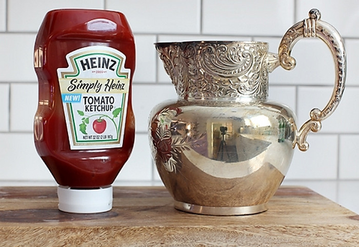 кетчуп и серебряный кувшин