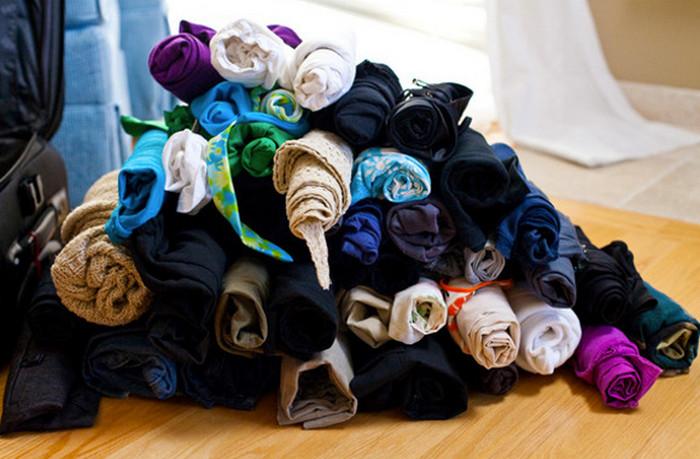 скрученная роликами одежда