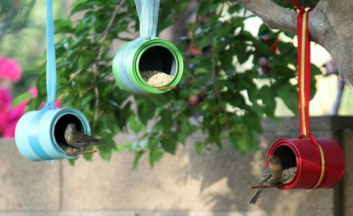 кормушка для птиц из жестяной банки