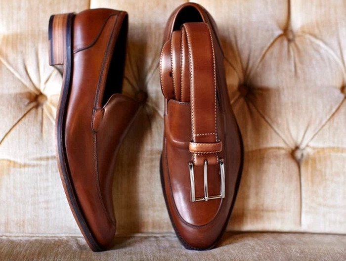 обувь и ремень одного цвета