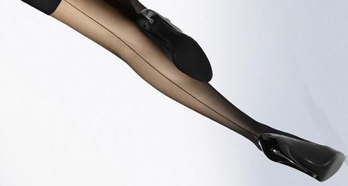 чулки со стрелкой и туфли-шпильки