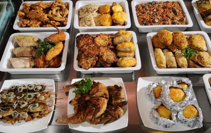 отдел готовой еды в супермаркете