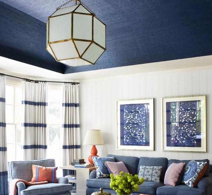 покрашенный в синее потолок