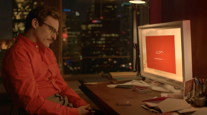 человек сидит у компьютера