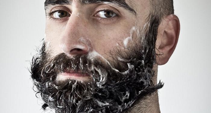 мужчина с намыленной бородой
