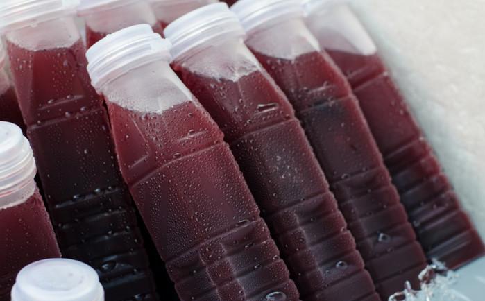 замороженный в бутылках сок